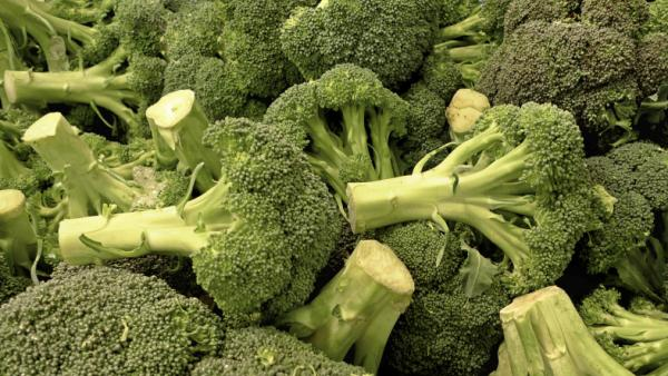 <p>Broccoli eaten raw may be the best way to take advantage of its cancer-fighting compounds.</p>