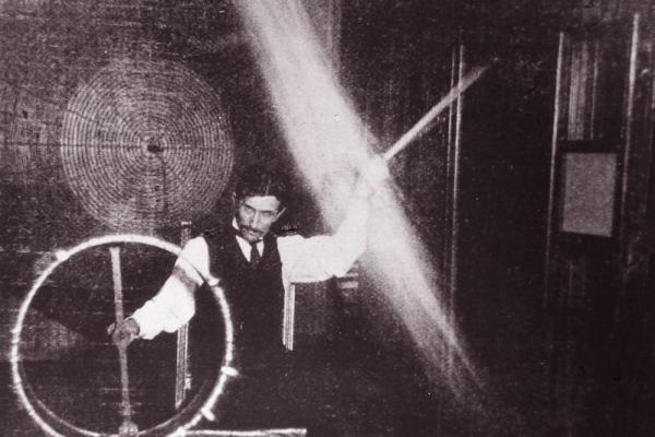 In this photo from 1898, Tesla is sending 500,000 volts through his body to light the lightbulb as he spins it around above his head.