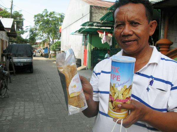 Mr. Hendoko manages the Kebun Jeruk cooperative, which produces nearly a third of Jakarta's tempeh.