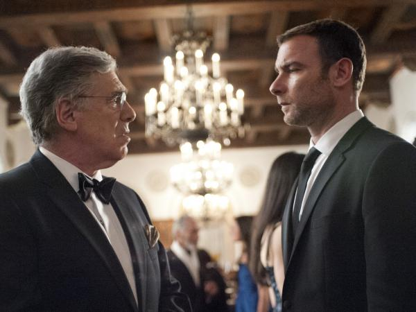 Elliott Gould as Ezra Goldman and Liev Schreiber as Ray Donovan in <em>Ray Donovan</em>.