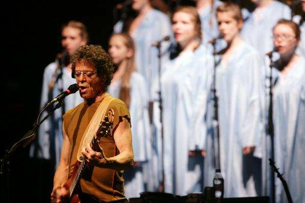 Reed performs his album <em>Berlin</em> at the CCH Congress Center in Hamburg in 2008.