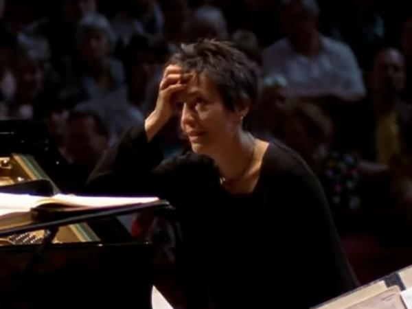 Pianist Maria João Pires realized in a shock onstage that she'd been booked to play another piece of music altogether.