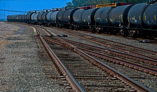 A proposal to ship North Dakota crude oil by train to Vancouver, Wash., mostly drew opponents to a public hearing in Spokane.