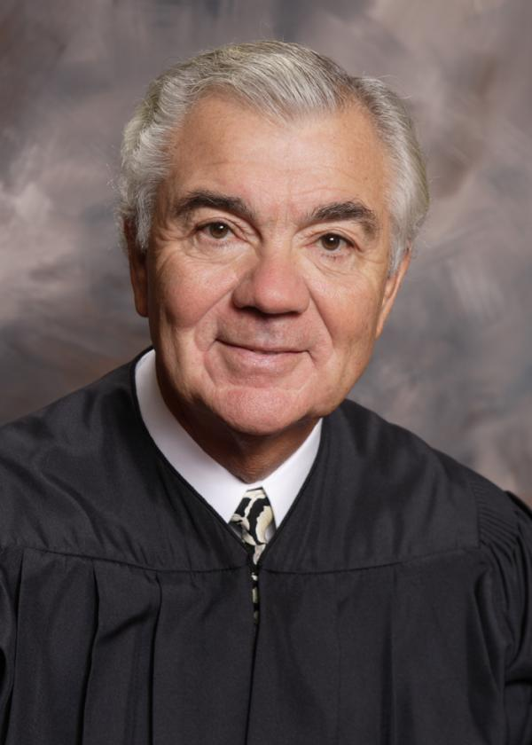 Former Washington Supreme Court Justice Tom Chambers died of cancer at age 70.
