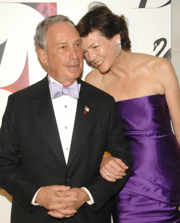 Bloomberg and girlfriend Diana Taylor attend the CFDA Fashion Awards at the New York Public Library on June 2, 2008.