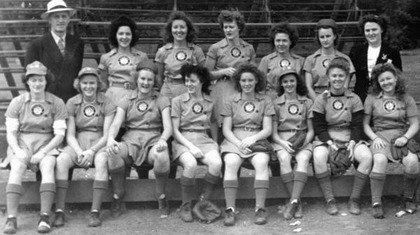 "Lavonne ""Pepper"" Paire Davis (front row, second from the right) played for the Fort Wayne Daisies in 1945."