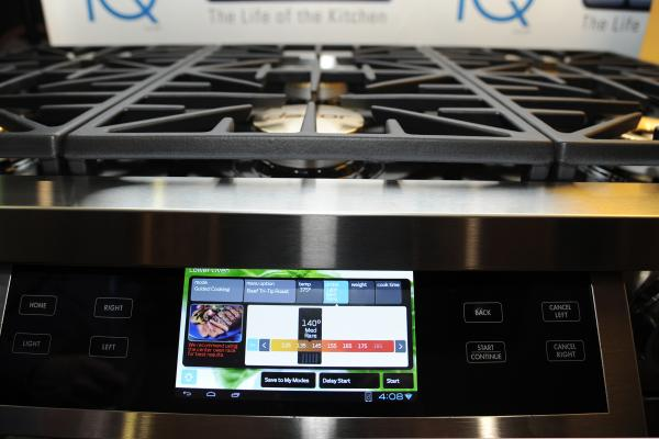 The Discovery iQ 48 Dual-Fuel Range from appliance maker Dacor has a 7-inch Android 4.0 tablet built into the front panel, which runs apps, connects to the home network and controls all of the functions of an oven.