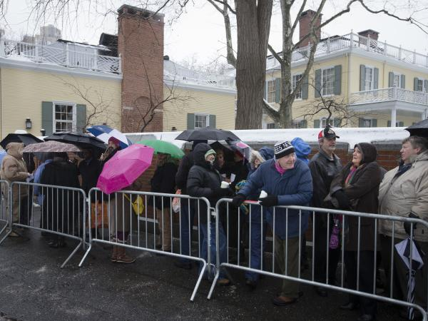 Visitors wait in the cold outside Gracie Mansion as newly elected New York Mayor Bill de Blasio, not pictured, holds an open house and photo opportunity with the public on Jan. 5.