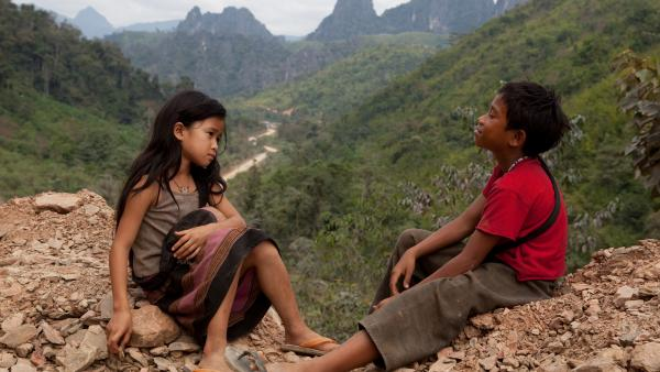 Kia (Loungnam Kaosainam) and Ahlo (Sitthiphon Disamoe) bond when they encounter each other in a Laotian refugee village in <em>The Rocket.</em>