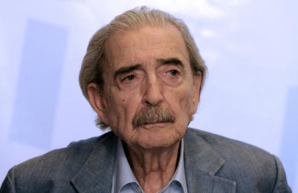 Argentine poet Juan Gelman is pictured at a news conference in March 2012.