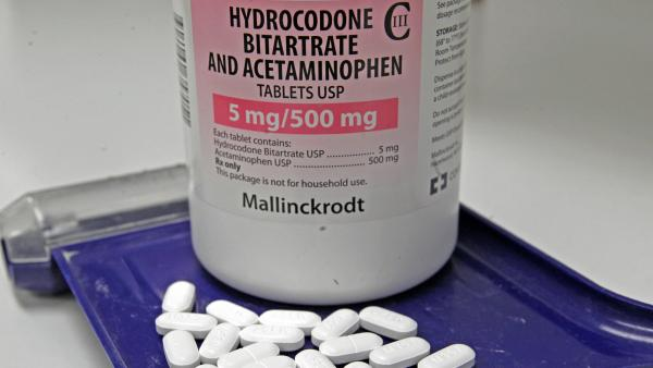 The prescription painkiller sold under the brand-name Vicodin contains hydrocodone bitartrate and acetaminophen. To reduce the risk of liver damage, the Food and Drug Administration is moving to limit the amount of acetaminophen allowed in prescription medicines.