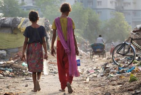 A slum community in Lucknow, India. (Tom Pietrasik/Oxfam)