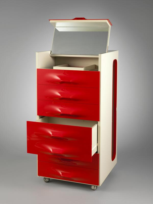 The shapely drawers of Raymond Loewy's 1969 valet eliminated the need for hardware.