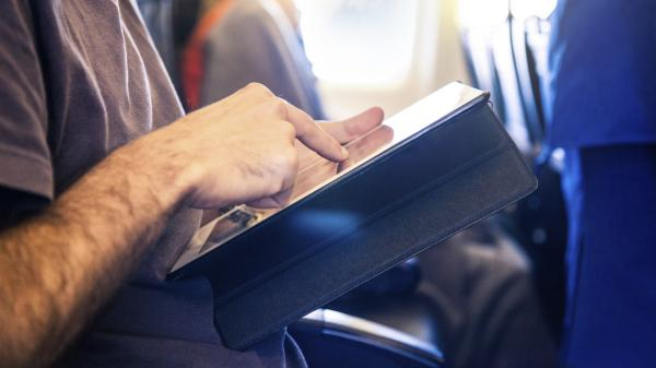An expert FAA advisory committee has recommended that airline passengers be allowed to use most personal electronic devices below 10,000 feet.