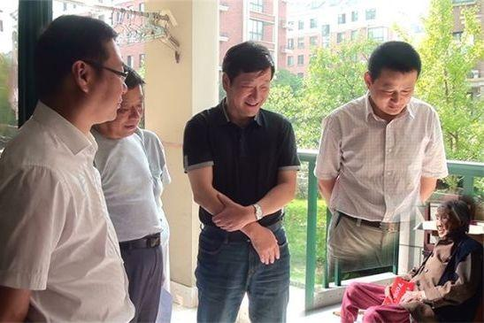 In a photo originally posted to a county government website, local officials purportedly visit a 100-year-old woman in Anhui province. They sure are tall, aren't they? And what happened to the legs of the guy on the right?