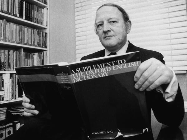 English writer and broadcaster Robert Robinson holding the first volume of <em>A Supplement To The Oxford English Dictionary</em> in 1977.