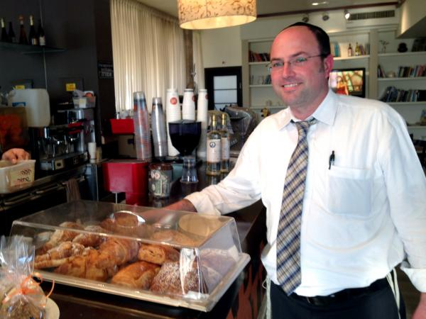 Aaron Ober, an Israeli customer at Vider's cafe.