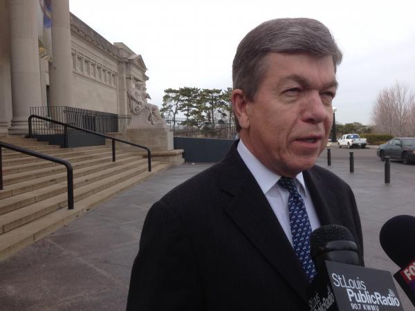 Blunt speaks outside of the St. Louis Art Museum.
