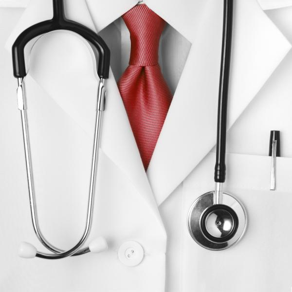 Would a doctor dressing neatly affect your rating?