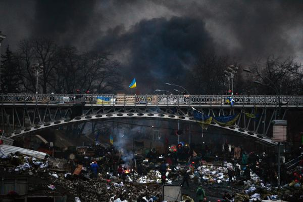 "Night falls as anti-government protesters rebuild barricades following continued clashes with police in Independence Square in Kiev. ""Interior ministry says 67 police captured by protesters in Kiev,"" the AP reports."