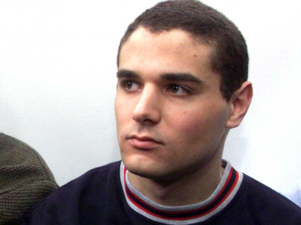 Samuel Sheinbein, 18, arrives at the Tel Aviv District Court in this March 22, 1999 file photo. He was killed in a prison shootout on Sunday after being imprisoned for 17 years.