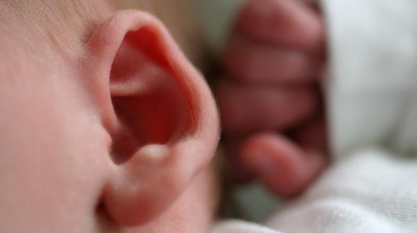 Noise machines to help infants fall asleep can be so loud that they pose a hazard, researchers say.