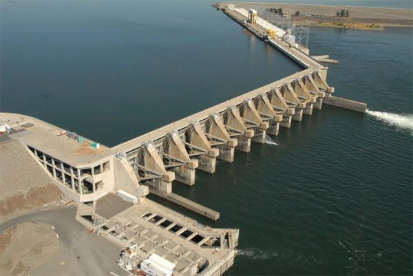 The crack is at the bottom of the fourth spillway pier from the left in this photo.