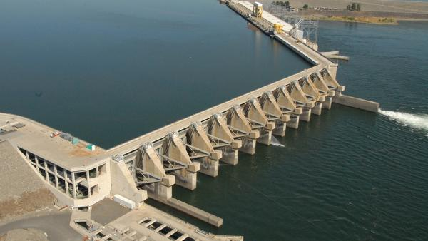Divers found a 2-inch-wide crack at the bottom of the fourth spillway pier from the left in this photo of the Wanapum Dam.