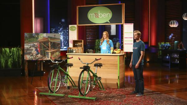 The Moberi bike-powered smoothie stand is demonstrated for the investors of <em>Shark Tank</em>.