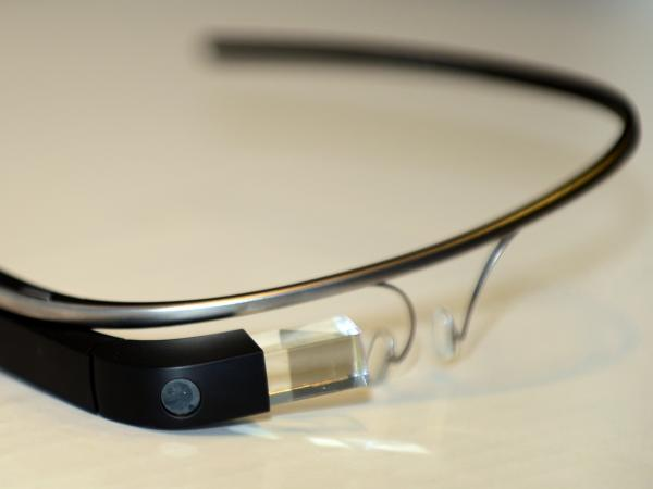 Campaign workers and other political operatives are trying to find ways to use Google Glass on the campaign trail.