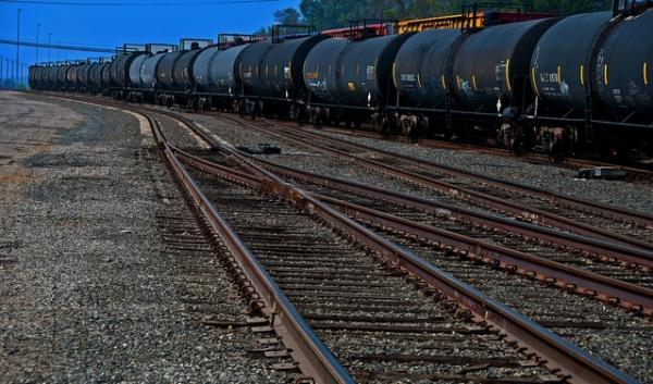 Increased oil train traffic had put public pressure on Washington lawmakers to act, but none of this session's oil-train bills passed before the Legislature adjourned Friday.