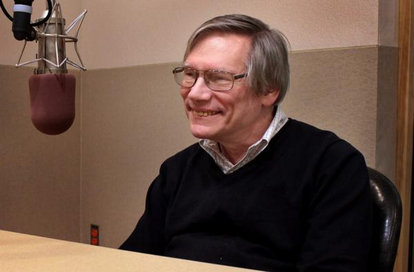 MIT physicist Alan Guth is pictured in the Here & Now studios. (Robin Lubbock/Here & Now)