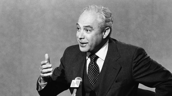 Robert Strauss speaks with interviewers before a broadcast of NBC's <em>Meet the Press</em> in 1979. The former chairman for the Democratic National Committee died Wednesday at the age of 95.