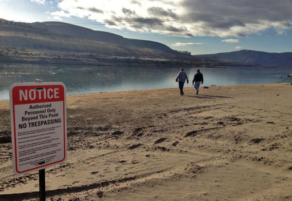 Because of the drawdown of the river pool behind the damaged Wanapum Dam in Washington state, the rivershore has been closed. Several people have sunk up to thier hips in unstable mud now that water levels are about 25 feet lower than normal.