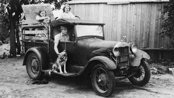 A family prepares to leave Oklahoma for California in 1939, just as the Joads did in John Steinbeck's <em>The Grapes of Wrath</em>.
