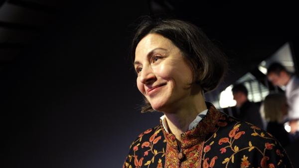 Donna Tartt reads from her novel <em>The Goldfinch</em> at the world book launch in September 2013 in Amsterdam.