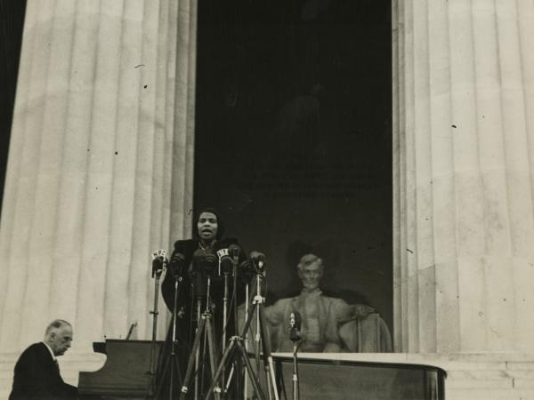 On April 9, 1939, contralto Marian Anderson sang before an audience of 75,000 people gathered at the Lincoln Memorial in Washington.