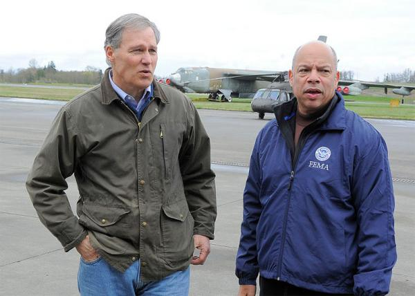 Washington Governor Jay Inslee and Secretary of Homeland Security Jeh Johnson visited the landslide site on April 6, 2014.