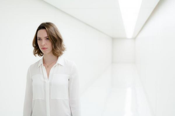 Rebecca Hall plays Evelyn Caster, who makes a tough choice about her husband in <em>Transcendence</em>.