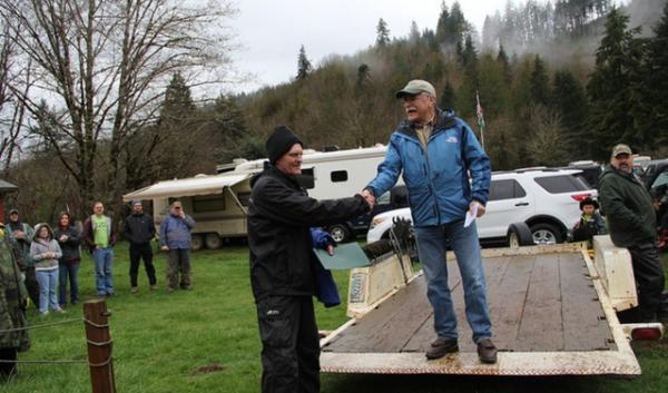 Commissioner of Public Lands Peter Goldmark thanks one of the volunteers at the Great Gravel Pack-In at the Capitol State Forest, March 29, 2014.