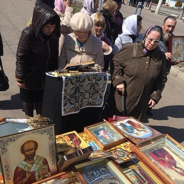 "One group of babushkas said they were ""praying for Luhansk to join Russia"" and that they also wanted weapons."