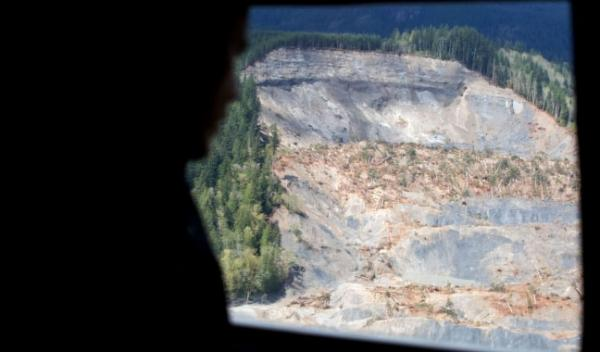 President Barack Obama views the scene of the mudslide in Oso, Wash., from Marine One, April 22, 2014. The President later met privately with families who lost loved ones.