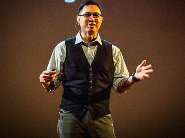 """""""When employed at the right time, grammar can bring the world into sharp focus, and when used at the wrong time, it can make things incredibly blurry."""" — Phuc Tran"""