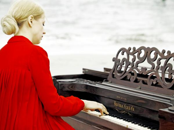 Valentina Lisitsa's new album, <em>Chasing Pianos,</em> features music from Michael Nyman's score to the 1993 film <em>The Piano</em>.