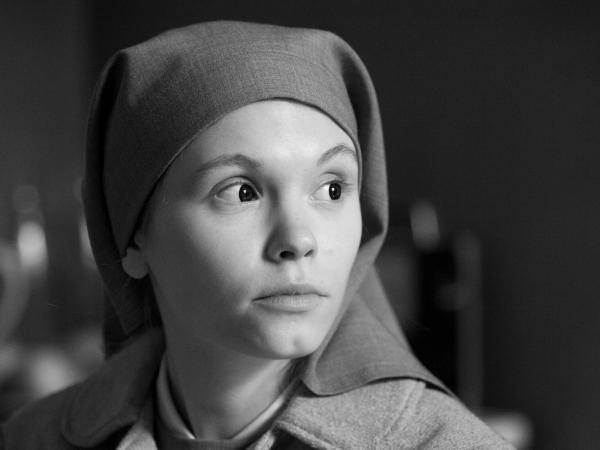 Ida/Anna (Agata Trzebuchowska) in <em>Ida</em>.