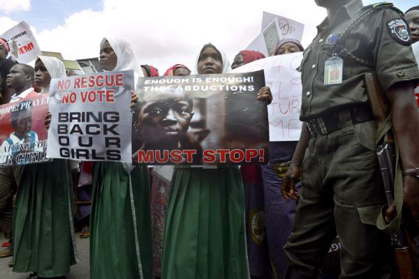 Protesters call for the release of missing Chibok school girls at the state government house in Lagos, Nigeria, on May 5, 2014.  (Pius Utomi Ekpei/AFP)