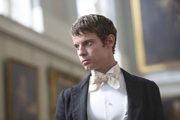 Harry Treadaway portrays Dr. Frankenstein in <em>Penny Dreadful.</em>