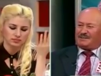 Sefer Çalınak (right) and the host of Flash TV's <em>Ne Çıkarsa Bahtına </em>(<em>The Luck of the Draw</em>).