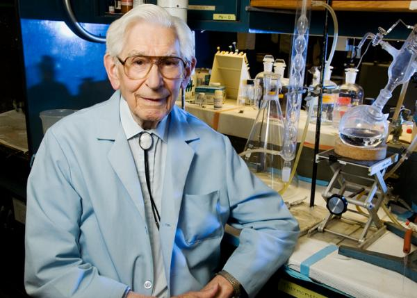 Fred Kummerow, a 98-year-old emeritus professor of comparative biosciences at the University of Illinois, explains the primary causes of heart disease. His research contradicts commonly held notions about the role of dietary cholesterol. (Photo by L. Brian Stauffer)