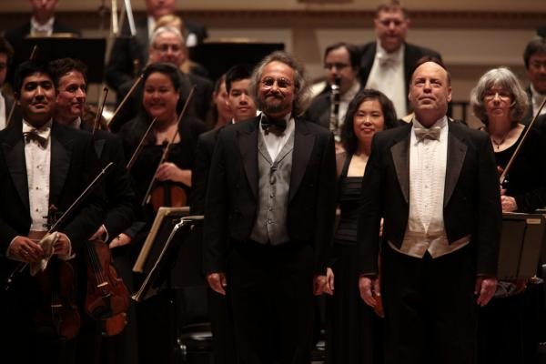 Kalmar (center), Sylvan (right) and members of the Oregon Symphony take their bows.